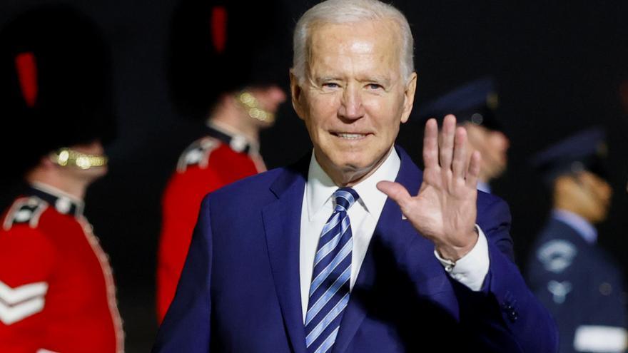 El presidente Joe Biden este miércoles a su llegada a Cornualles para la cumbre del G7