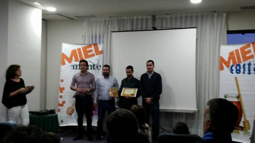 Momento de la entrega del premio. Foto: VILLA DE GARAFÍA.