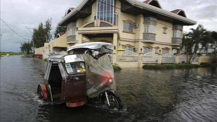 """Más de un centenar de muertos tras el paso del tifón """"Haiyan"""" por Filipinas"""
