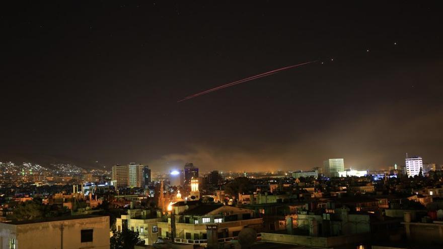 Misil sobre Damasco este 14 de abril. Foto: AP/ Hassan Ammar