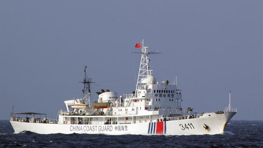 China envía buques militares a Mar de China Meridional tras incursión de EEUU