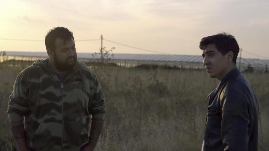 """Rodrigo y Pablo, protagonistas de la película """"Implosión"""", una ficción que aborda la tragedia de Carmen de Patagones"""