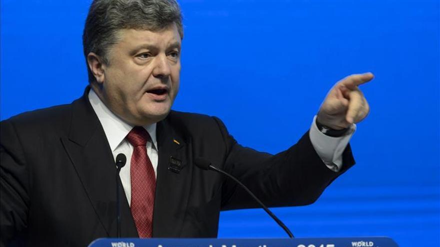 Poroshenko saca de su lista negra a seis periodistas, dos de ellos españoles