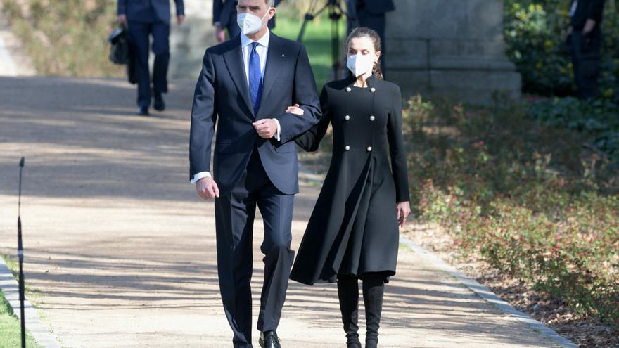 Los Reyes llegan al acto de Estado de Reconocimiento y Memoria a todas las Víctimas del Terrorismo, en el marco de la conmemoración del Día Europeo de las Víctimas del Terrorismo en el Palacio Real, en Madrid (España), a 11 de marzo de 2021.