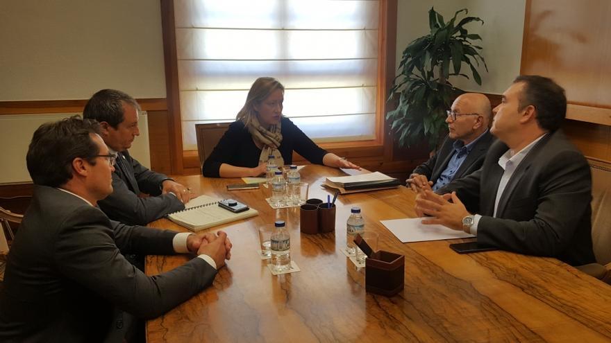 Reunión entre la consejera de Economía del Gobierno de Aragón, Marta Gastón, y los responsables de Dana Reciclajes