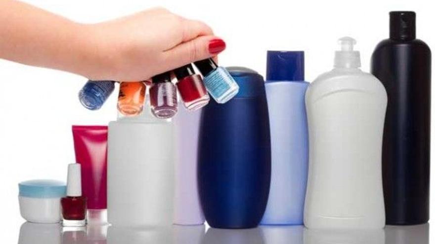 ¿Afectan algunos compuestos de cosméticos y textiles a la salud humana?