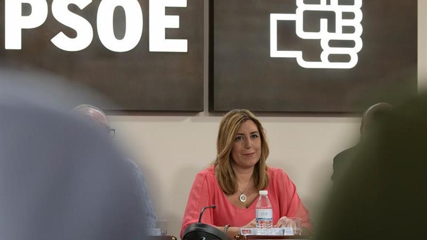 """Díaz traslada el apoyo del PSOE-A a la gestora y llama a """"arrimar el hombro"""""""
