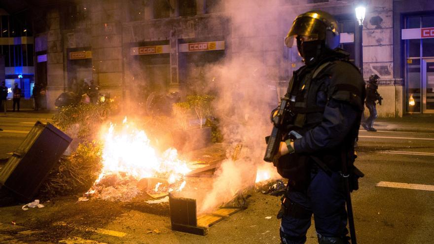 Catorce detenidos y treinta personas heridas en los incidentes de Barcelona