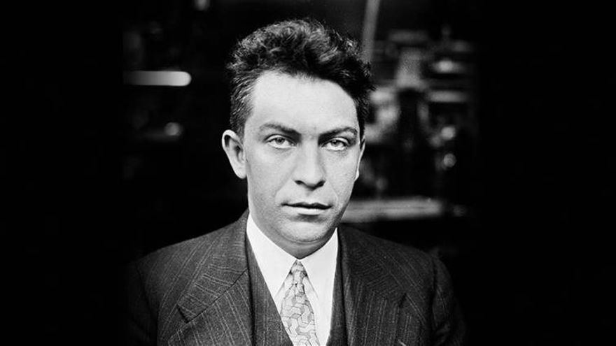 El periodista Manuel Chaves Nogales dio la vuelta a Europa en avioneta en 1928 y lo contó en un libro