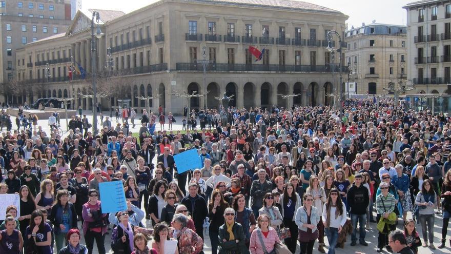 """Más de 3.000 personas se manifiestan en Pamplona para reivindicar """"una igualdad social real"""""""