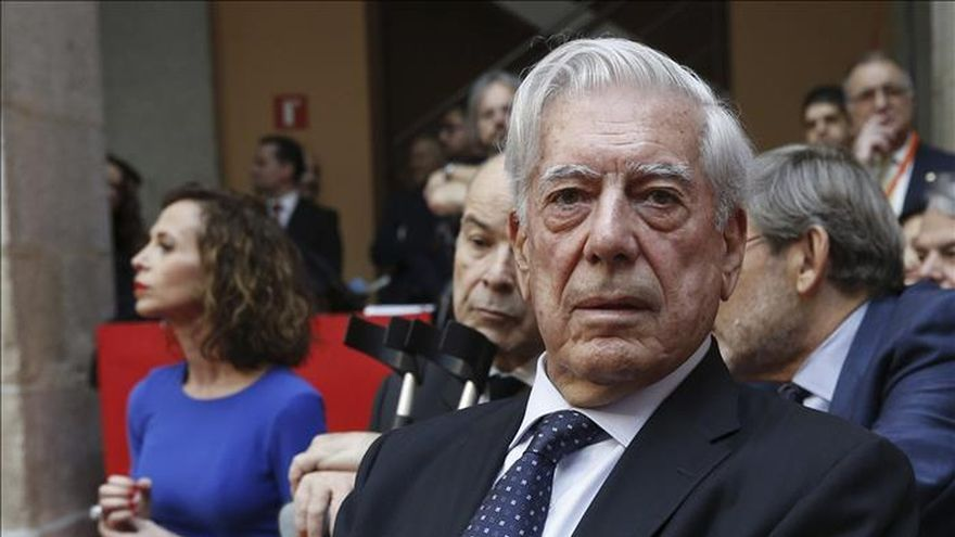 Vargas Llosa y el Teatro Real reciben la Medalla de Oro del Dos de Mayo