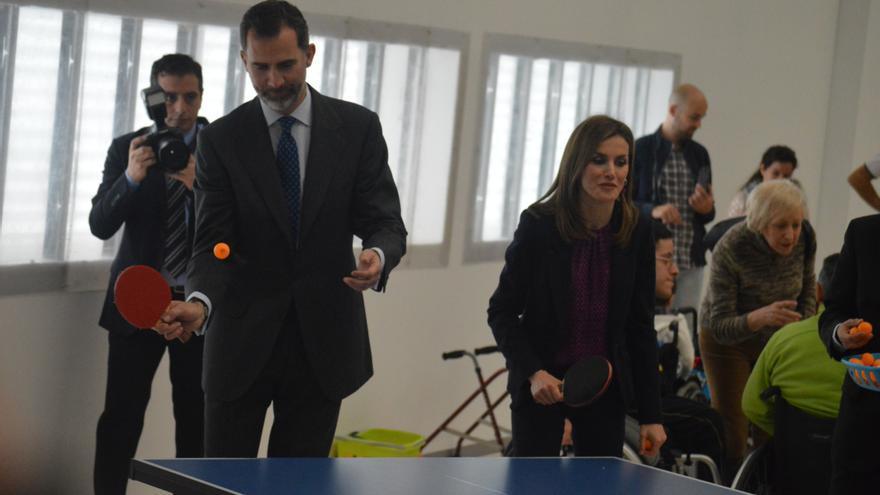 Felipe VI jugando al ping-pong / Foto: Javier Robla