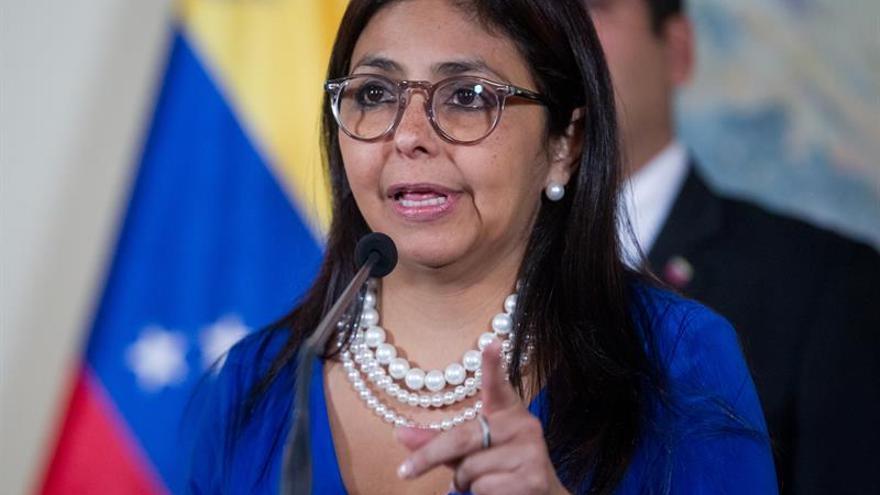 """La canciller venezolana dice que la """"derecha mundial"""" se activó contra Maduro"""
