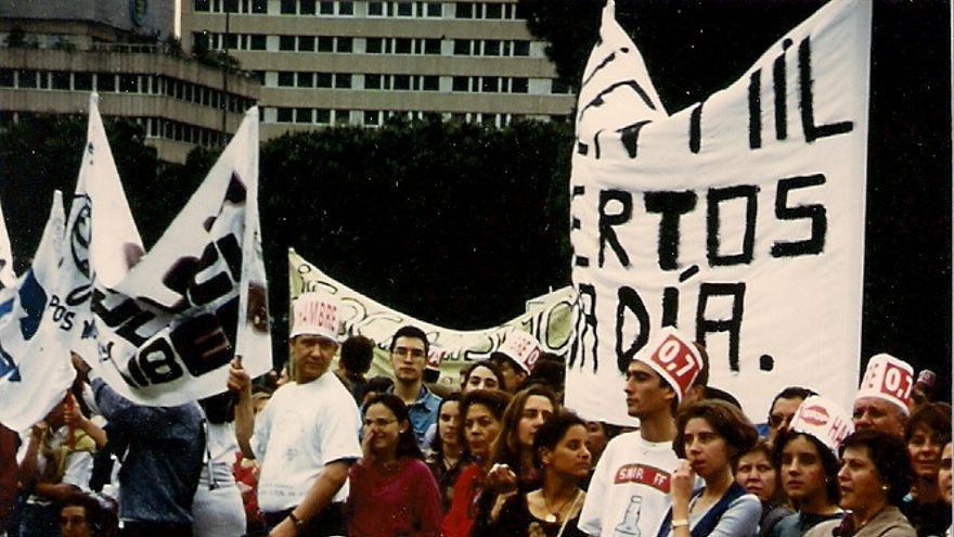 Manifestación en Madrid reivindicando el 0,7% del PIB destinado a la cooperación (1994).
