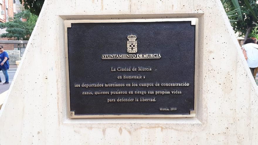 Placa conmemorativa a los deportados murcianos en los campos de concentración nazi