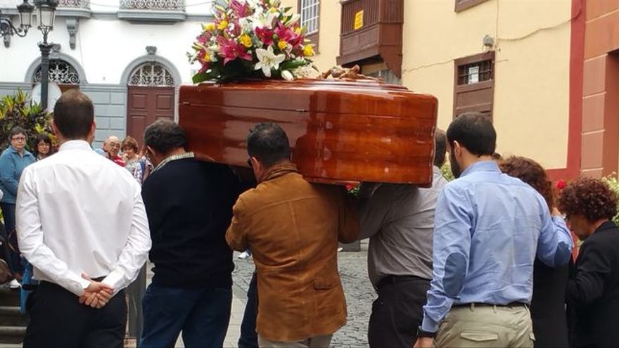 Entierro de la joven palmera Saray González. Foto: LA PALMA AHORA.