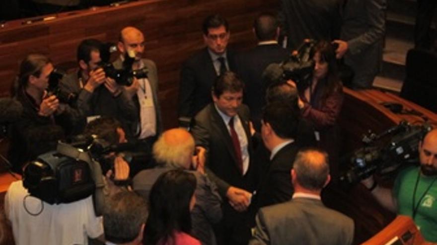 Fernández Recibe Las Felicitaciones Tras Ser Investido.
