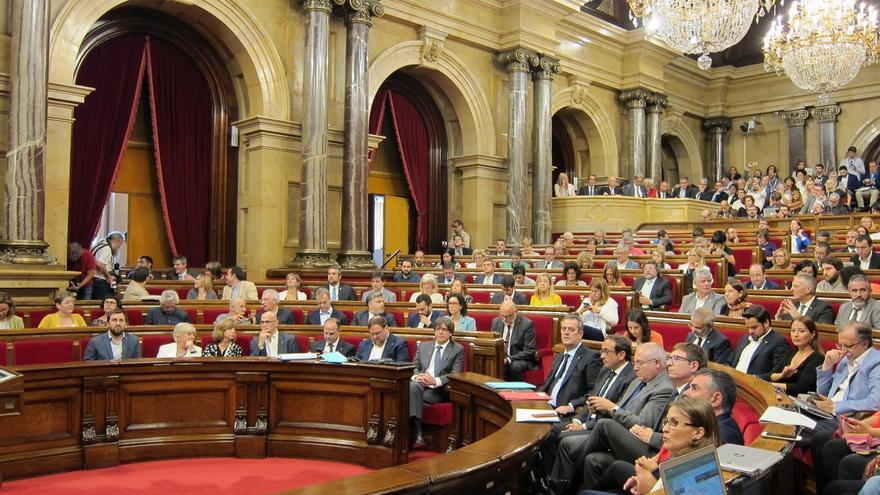 Forcadell suspende el pleno una hora tras las presiones de la oposición para poder enmendar la ley del referéndum