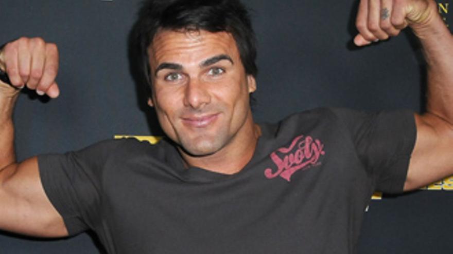 Un actor de 'Los vigilantes de la playa' la vuelve a liar: detenido por apuñalamiento