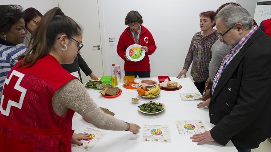 Técnicos de Cruz Roja ofrecen pautas sobre alimentación saludable