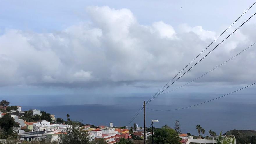 Nuboso con lluvias en general débiles este domingo en La Palma