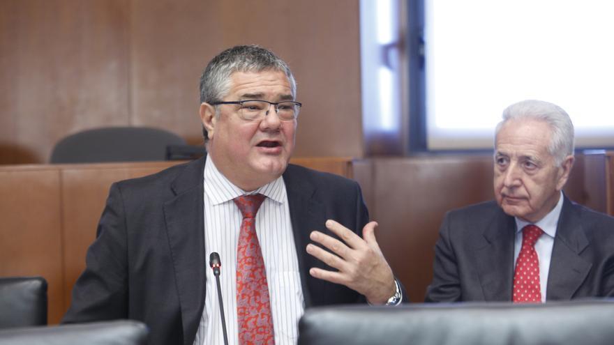 Antonio Torres (izqda) en las Cortes de Aragón