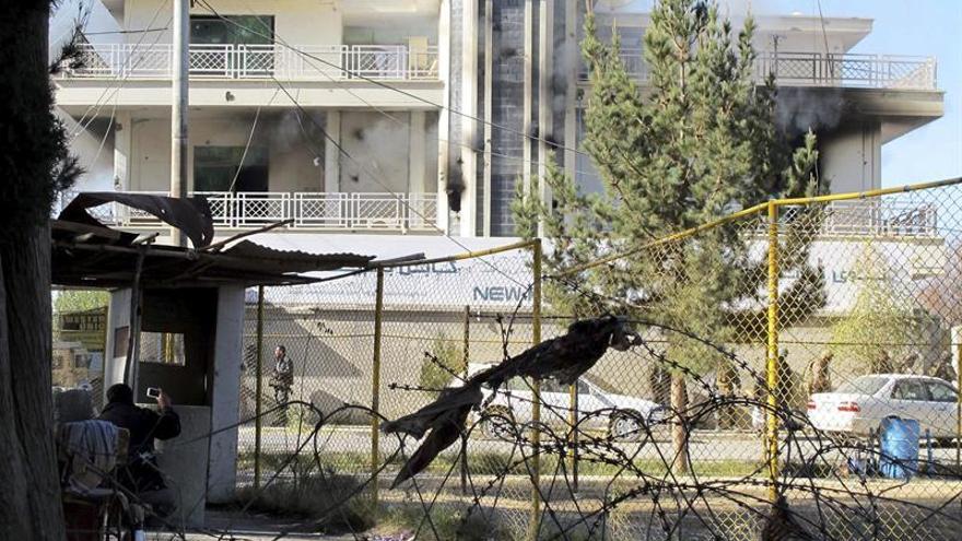 Al menos 20 muertos y 55 heridos en un atentado contra sucursal bancaria afgana