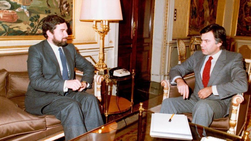 El expresidente de la Generalitat Joan Lerma y el del Gobierno, Felipe González, en una reunión en Valencia.