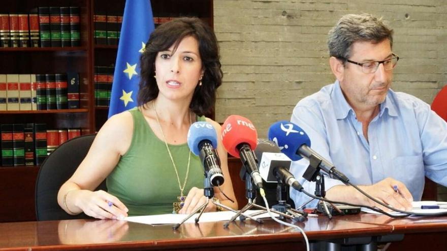 La consejera de Educación y Empleo, Esther Gutiérrez Morán, acompañada por el secretario general de Empleo, Javier Luna / Junta