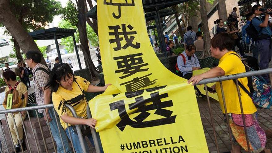 """Un activista de la """"revolución de los paraguas"""" acepta cárcel por agredir a policías"""