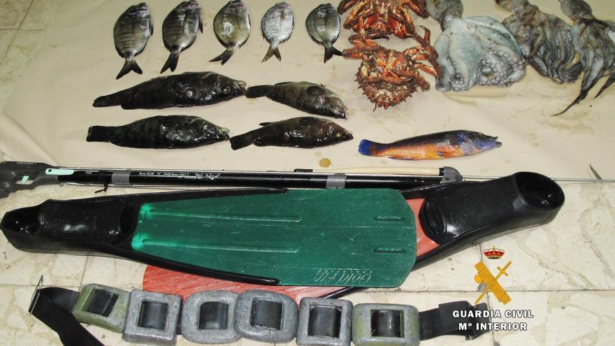 Sorprendido otro pescador furtivo en aguas de la Península de La Magdalena