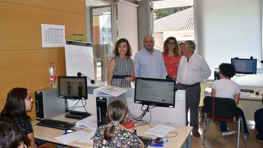 La directora general del SEF, Severa González, en su visita a un curso del SEF.