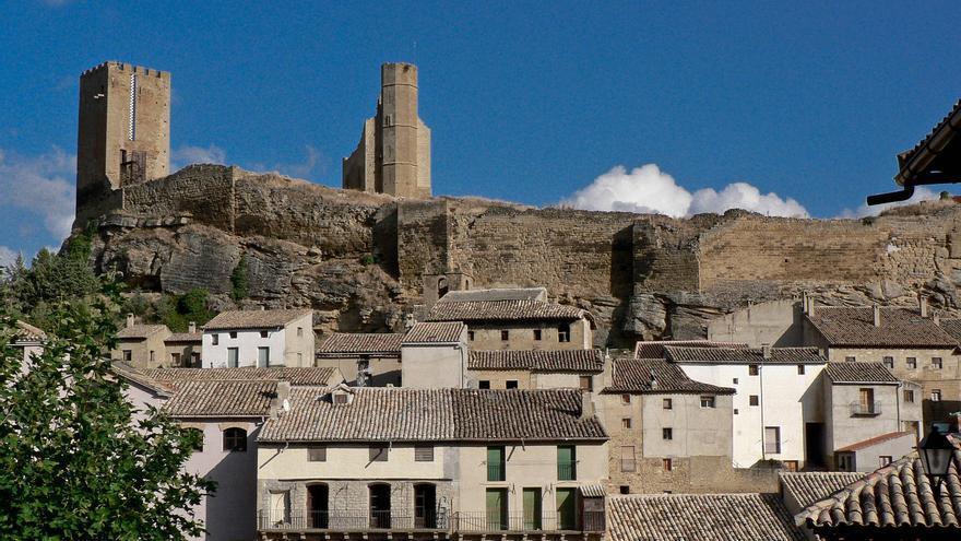 Torres del castillo de Uncastillo, uno de los mejores de las Cinco Villas. Alistair Young.