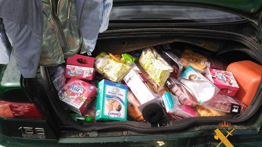 La Guardia Civil detiene a un conductor al que sorprendió con artículos robados tras prestarle auxilio