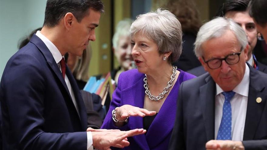 """Sánchez y May confían en un acuerdo sobre el """"brexit"""" y Gibraltar"""
