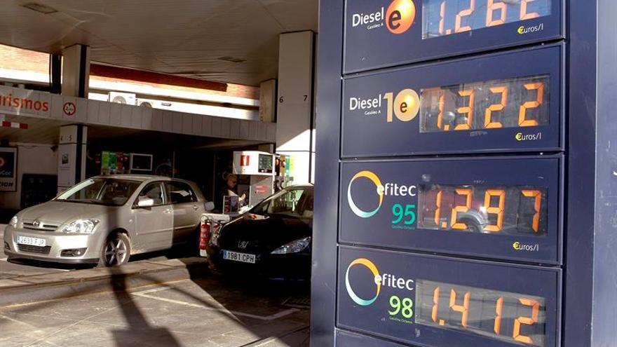 El litro de diésel supera el euro por litro por primera vez desde enero