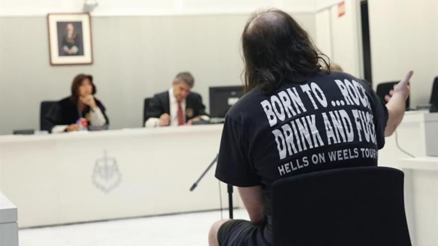 Exmilitar vendía camisetas del EI dice que era para representar lo aberrante