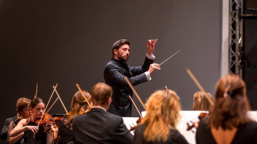 Antonio Méndez, director de orquesta