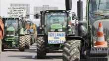 Una protesta de agricultores bloquea durante horas las carreteras del oeste francés