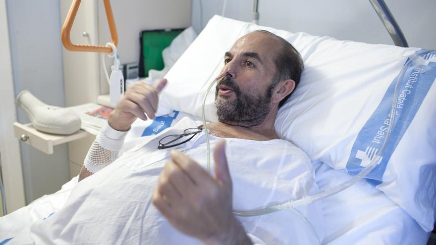 Jaime Rañé, uno de los amotinados contra el cierre de plantas en el hospital de Bellvitge (Barcelona). / ENRIC CATALÀ