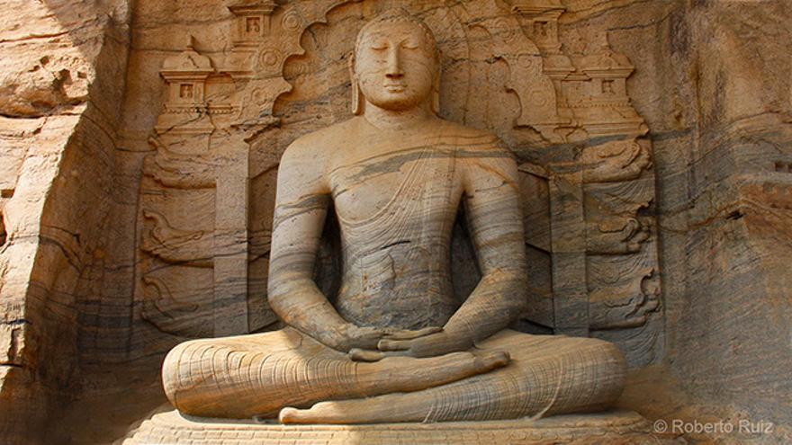Uno de los tres Buda de Gal Vihira, en Polonnaruwa