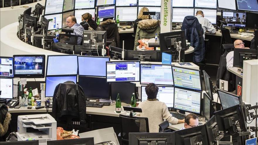 La Bolsa de Fráncfort baja un 2,42 % en su apertura