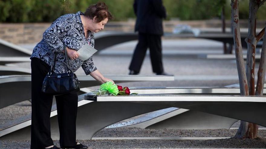 Los neoyorquinos conmemoran atentados del 11S con seis minutos de silencio