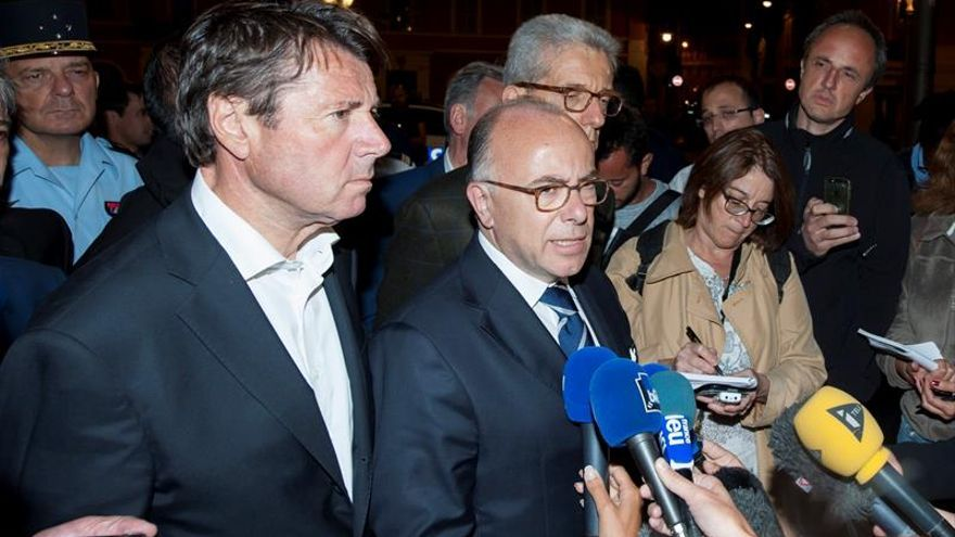 """Cazeneuve dice que el atentado Niza es un caso de """"violencia patológica"""""""