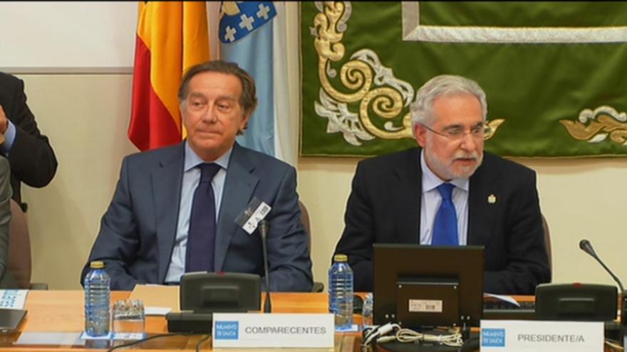 Méndez (izquierda), con el presidente de la comisión de investigación