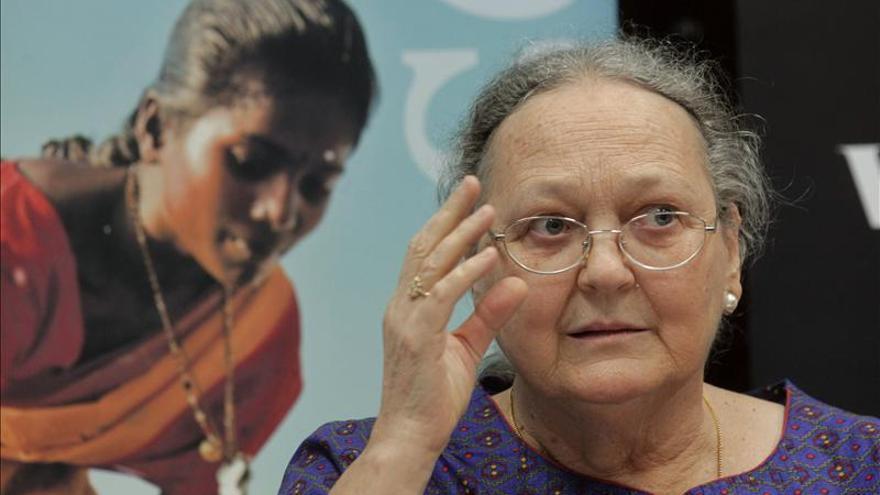La viuda de V.Ferrer dice que el reto es que las mujeres indias no sean ciudadanas de segunda
