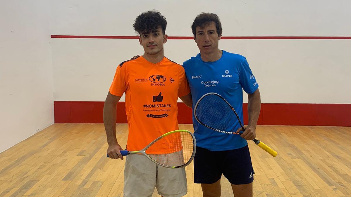 Gabriel Merchán, de azul, durante la prueba regional de squash