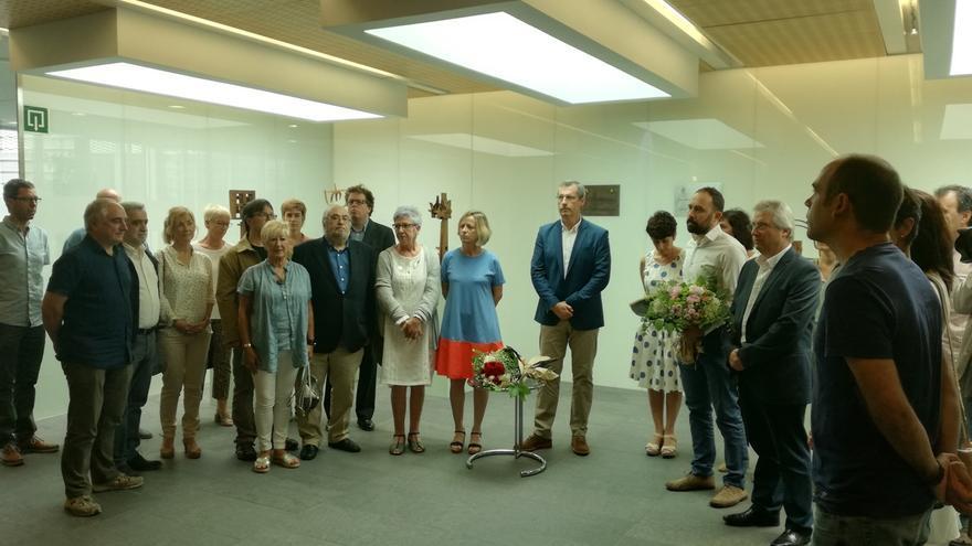 Juntas de Gipuzkoa recuerdan a Jauregi en el 17 aniversario de su asesinato con presencia de PNV, PSE, EH Bildu y PP