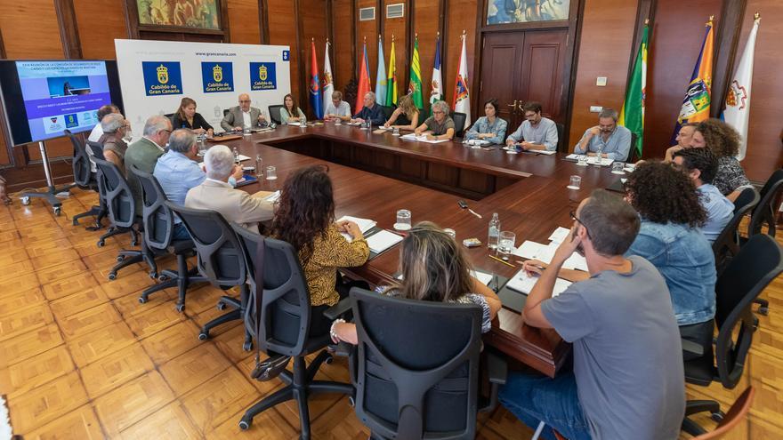 Reunión de trabajo del Cabildo tras la declaración de Risco Caído como Patrimonio Mundial.