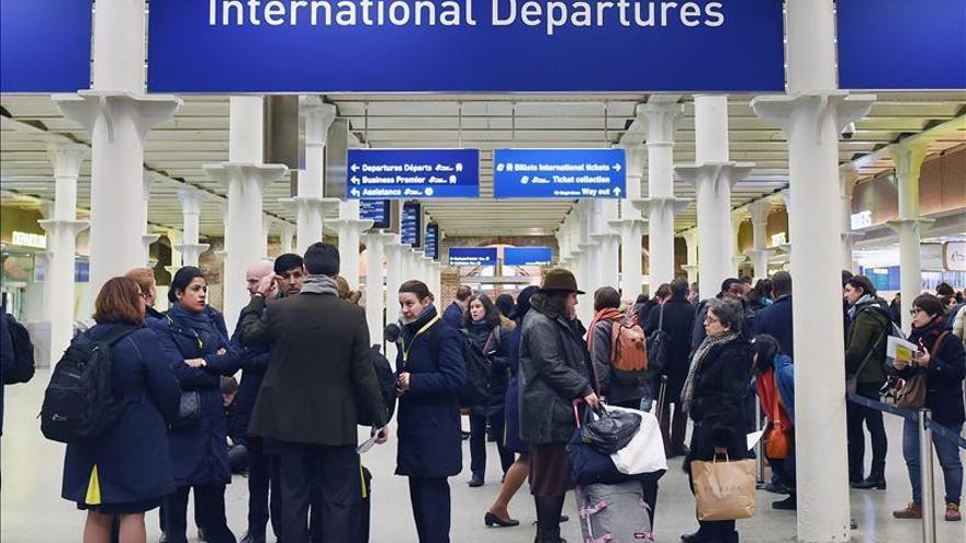 El Eurostar suspende el servicio por humo en el túnel del Canal